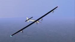 Avião movido a energia solar é apresentado hoje